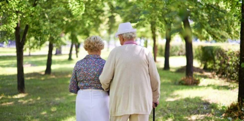 elderlycouplestrollingarminarm